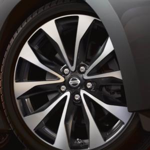 2020 Nissan Maxima tires