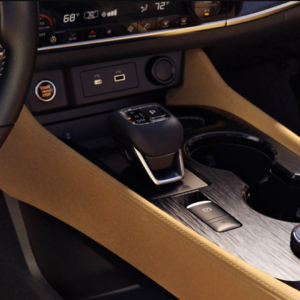 2021 Nissan Rogue console