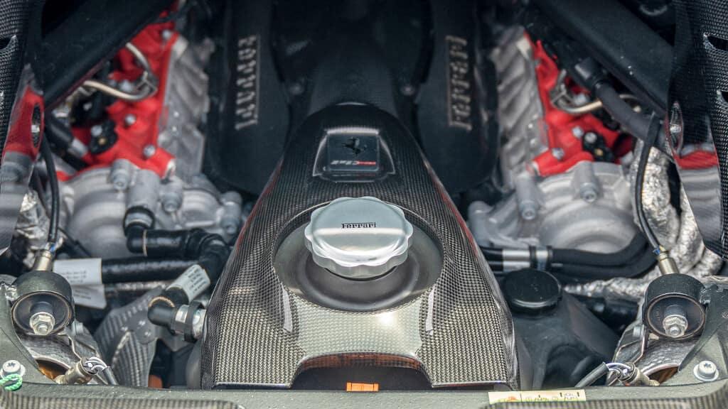 Ferarri SF90 Spyder engine