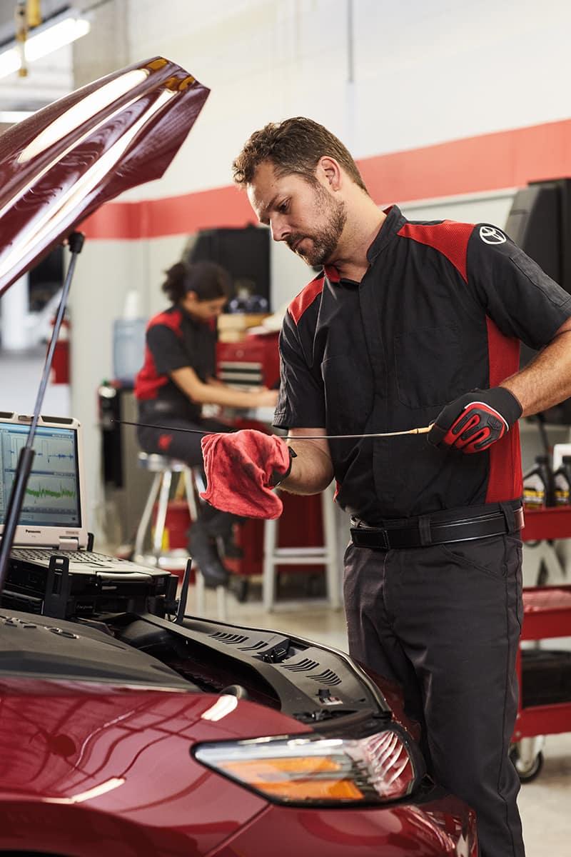 Halterman's Toyota is a Toyota Dealership near Arlington Heights PA | Toyota mechanic changing oil