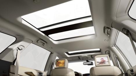 sunroof of the 2017 INFINITI QX60 AWD