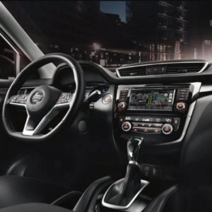 Nissan Qashqai front interior