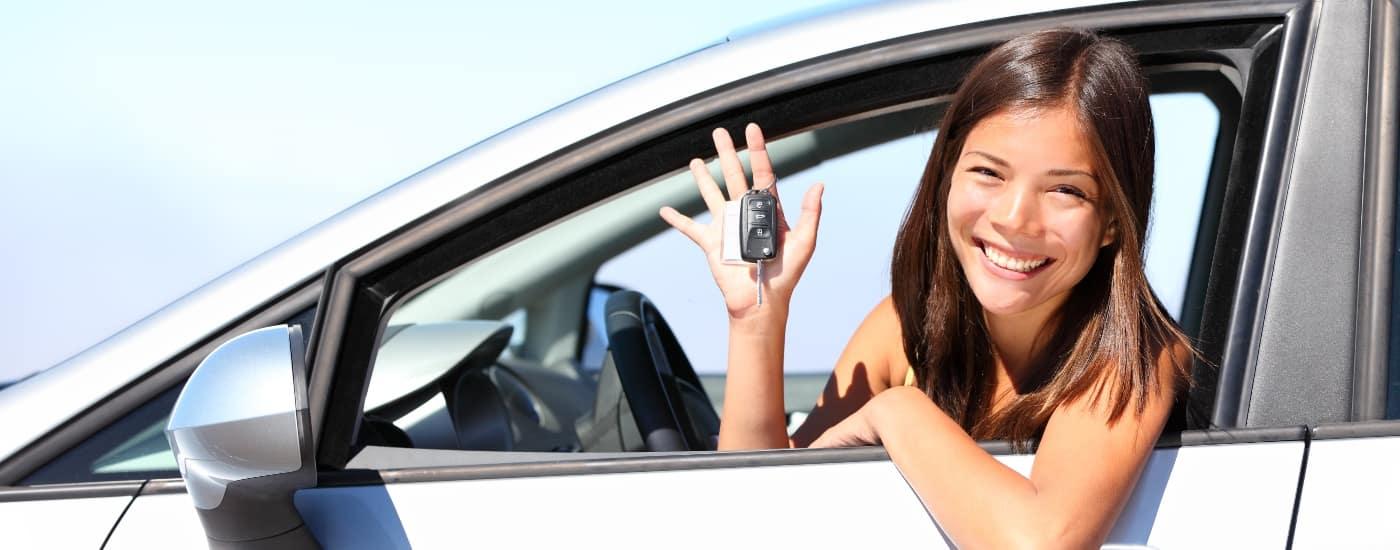 woman-in-car-smilling