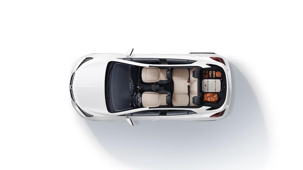 2021 Encore Preferred (1SB) in Summit White (GAZ) WA-8624 . Shown with Shale with Ebony accents (AFO) interior. Luggage shown in trunk.