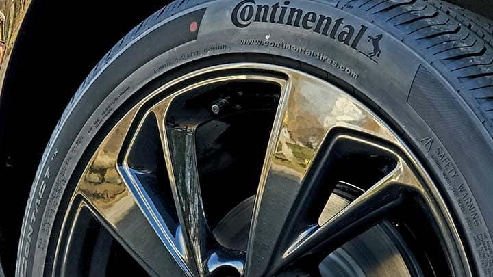 2021 Buick Envision Avenir continental tire with black rim
