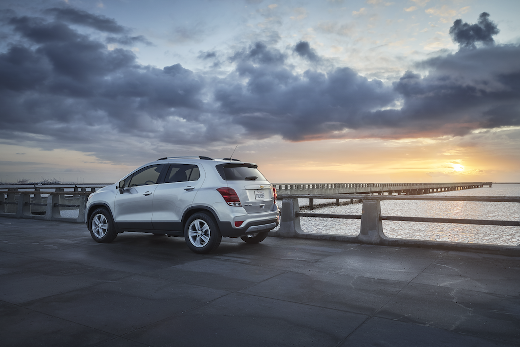 """Chevrolet Trax 1LT. Silver Ice Metallic exterior paint, 16"""" Painted-Aluminum Wheels, Body colored door handles, Luggage Rack Side-rails, LED Tailamps, Silver-painted rear skidplate, Rear liftgate body color applique, Deep-tinted rear windows and liftgate glass."""